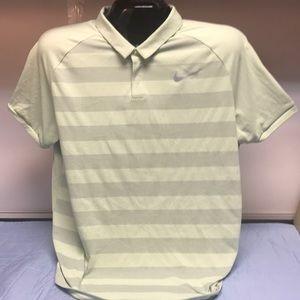 NikeGolf XL Lightweight Short Sleeve Shirt